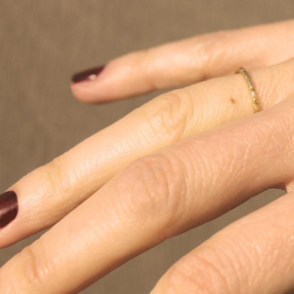 astrid c joaillerie alliance or anneau or ciselé bague encoches or bague fait main lille alliance fait sur mesure