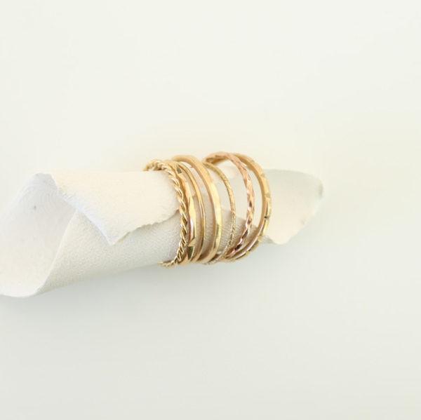 astrid c joaillerie semainier or 7 anneaux fait main lille sur mesure lille accumulation bagues fines alliances or accumulation
