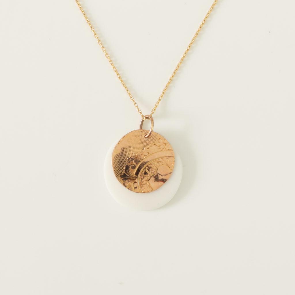 astrid c joaillerie médaille gisemonde médaille ancienne or bijou recyclé or recycler ses bijoux médaille porcelaine or médaille motif ancien création médaille lille