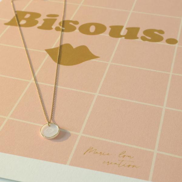 médaille porcelaine bisou bijou or porcelaine collier creatrice lilloise bijou bisou or medaille bouche porcelaine