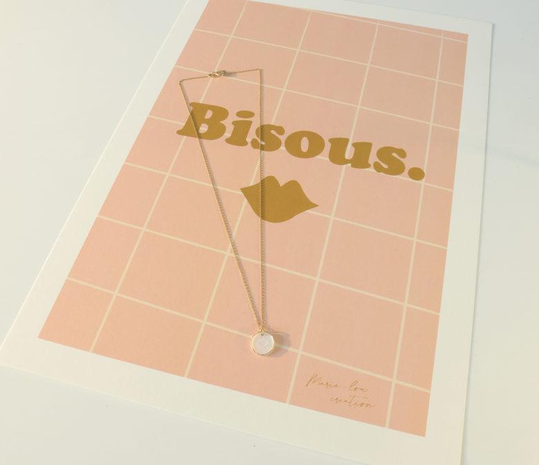 médaille porcelaine bisou bijou or porcelaine collier creatrice lilloise collaboration bijou illustratrice marie lou creation