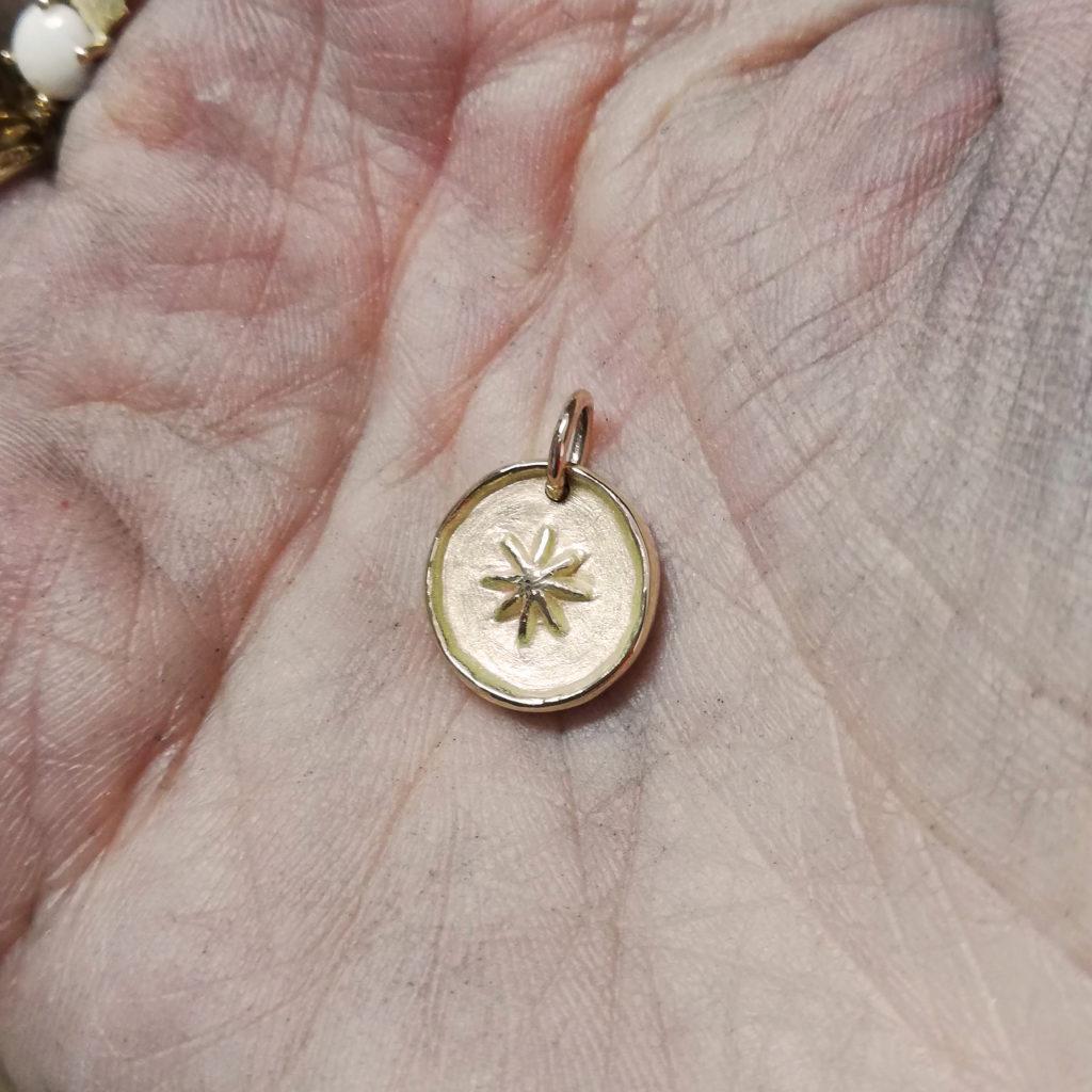 recycler vieilles alliances refaire nouveau bijou creatrice joailliere lille upcycling bijou ancien créer nouveau bijou médaille sur mesure