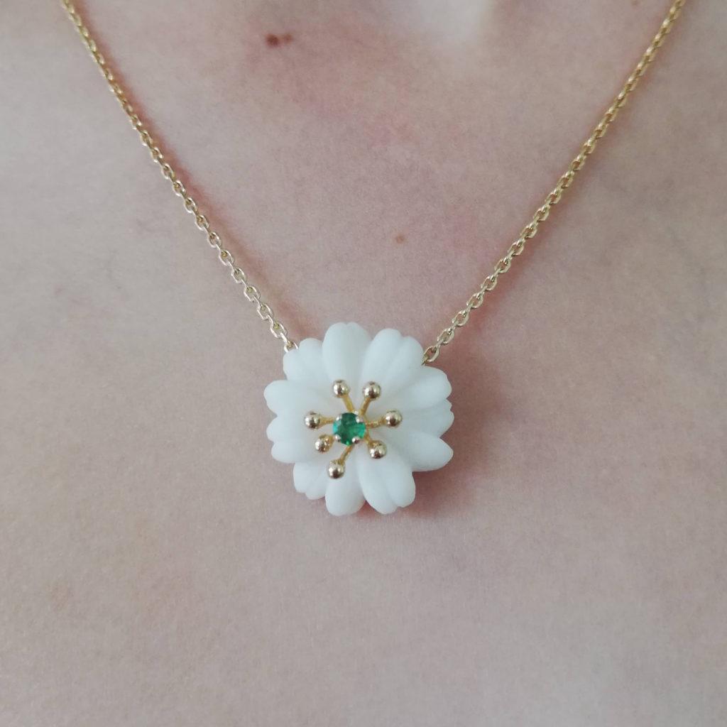 fleur porcelaine or collier à réparer bijou avant après bijoutier upcycling lille réparation transformation fait main