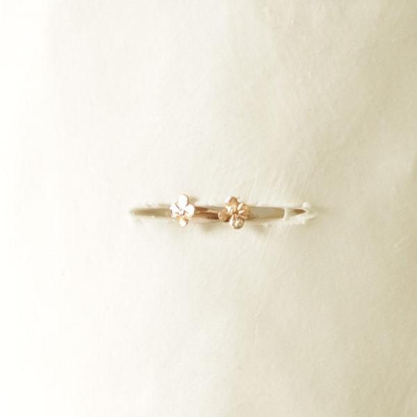 boucle oreilles or 18 carats BO fleur or puce d'oreilles fleur bijou jeune fille cadeau fête mères cadeau communion cadeau profession foi cadeau confirmation